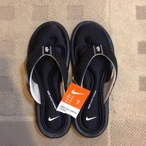 Nike sandals size 7
